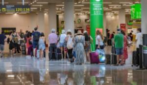 Aena culpa a los pasajeros de las concentraciones de riesgo en el aeropuerto de Palma
