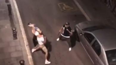 Un boxeador ataca a dos camareros y dos mossos por cuatro chupitos