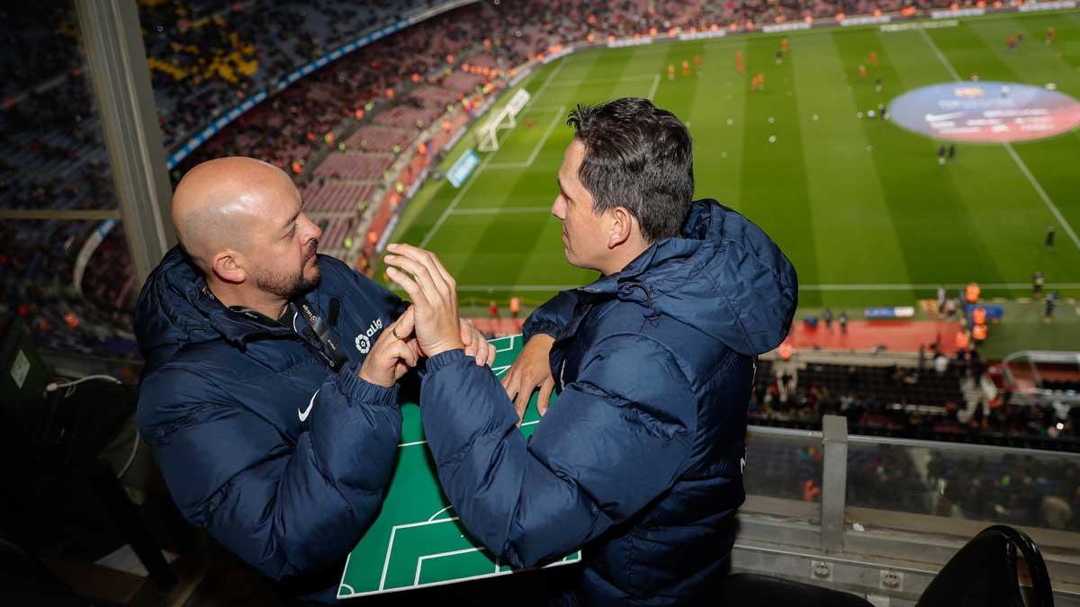 César Daza interpretó en esa tabla a Richard José Gallego el partido entre el FC Barcelona y el Girona CE.