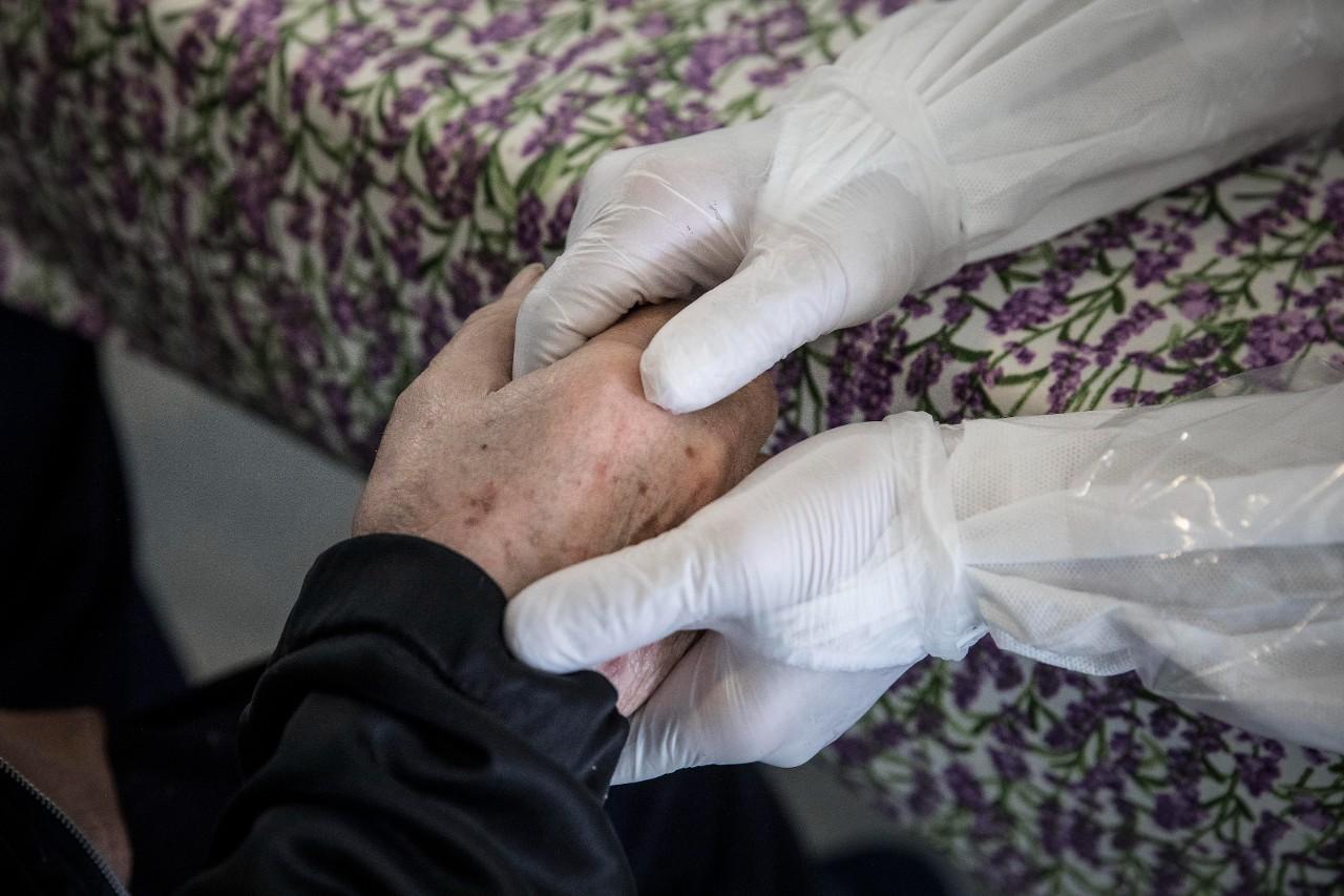 El drama de las residencias en Madrid: Así se impedía derivar ancianos al hospital | AUDIO