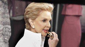 lmmarco18312867 fashion designer carolina herrera adds lipstick backstage as161222182617