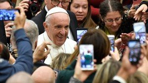 zentauroepp41209785 pope francis c arrives for a weekly general audience at th171206103706