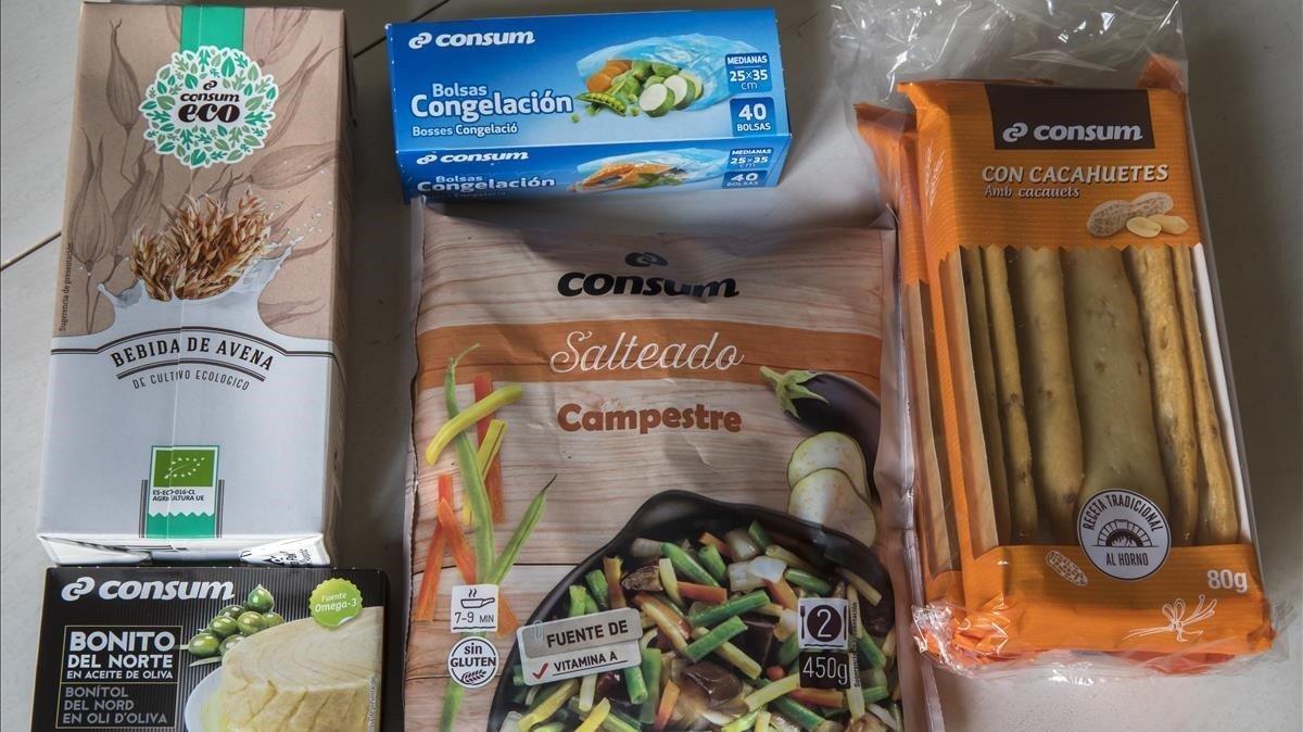 Imagen de los productos de Consum rotulados unos en valenciano y en castellano y otros sólo en castellano