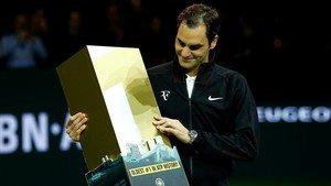 Federer posa con el n. 1 en Rotterdam