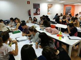 Opositores en un examen para conseguir un empleo público en BCN.