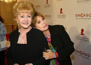 Debbie Reynols y su hija Carrie Fisher, fallecida este martes, en agosto del 2003.