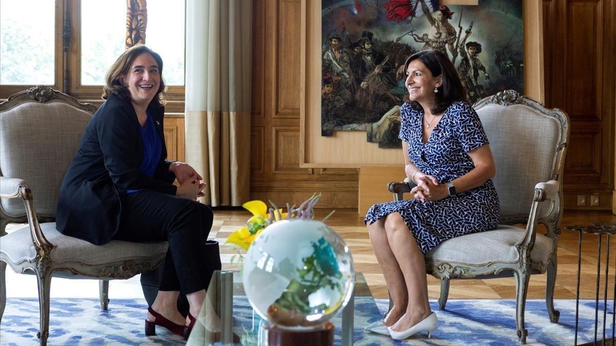 Ada Colau y Anne HIdalgo, en el Ayuntamiento de París.