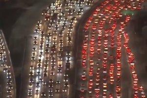 Imágenes del atasco en la autopista 405 en Los Ángeles por Acción de Gracias