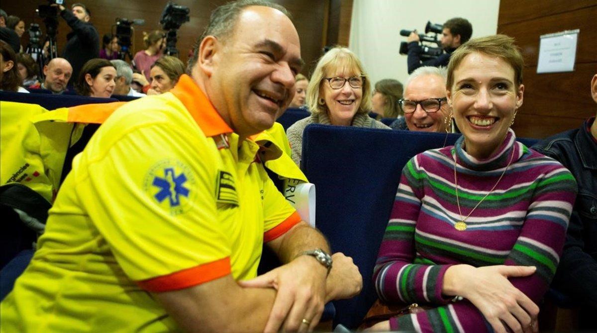 Audrey, junta a un sanitario, en la rueda de prensa en el Hospital Vall d'Hebron.