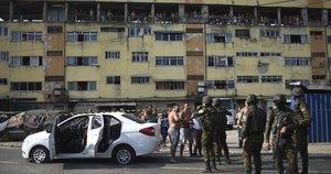 Militares y policías en Brasil investigan ataque armado.