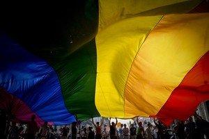 Bandera del Orgullo Gay en una manifestación