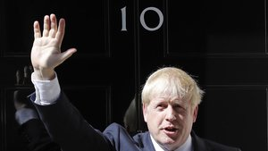 Boris Johnson frente al 10 de Downing Street.
