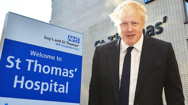 Boris Johnson es ingresado en la uci con asistencia de oxígeno.
