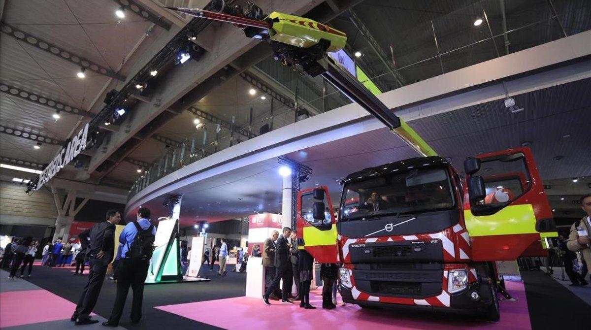 Camión de bomberos conectado en el IOT Solutions World Congress, el congreso de la internet de las cosas.