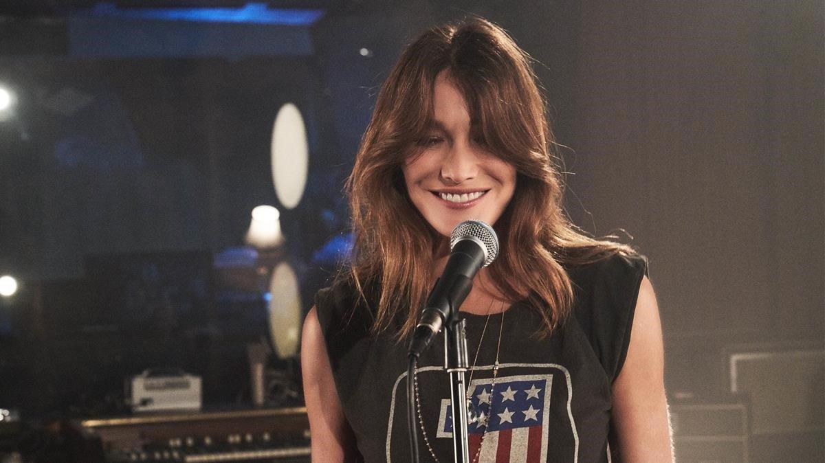 La cantautora Carla Bruni presenta nuevo disco