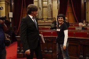 Carles Puigdemont y Anna Gabrielen el Parlament