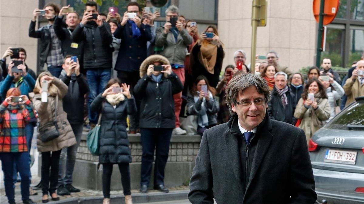 Puigdemont rectifica y liderará la lista del PDECat