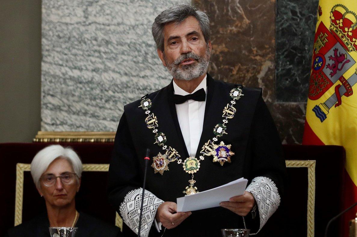 El presidente del Consejo General del Poder Judicial, Carlos Lesmes (derecha), junto a la fiscal general del Estado, María José Segarra (izquierda).