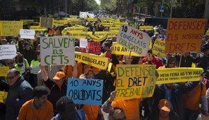 Manifestación de la patronal Dincat, que representa parte de los Centros especiales de Trabajo, para exigir al Gobierno y al Govern más recursos per poder pagar la subidadel salario mínimo.