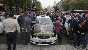Los taxistas de Madrid piden la dimisión del presidente de la CNMC