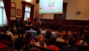 El Consell d'Infants de Esplugues presenta sus propuestas a la alcaldesa, Pilar Díaz
