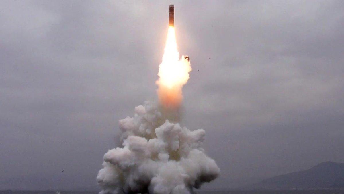 Corea del Norte confirma el lanzamiento de un nuevo misil desde un submarino.