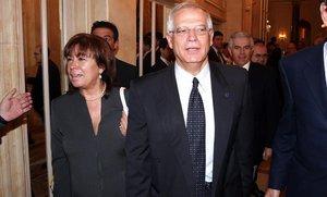 Cristina Narbona y Josep Borrell, en una imagen de archivo.