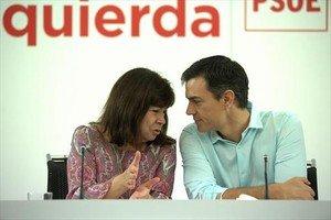 Cristina Narbona y Pedro Sánchez, en la reunión de la ejecutiva del PSOE, ayer, en Madrid.