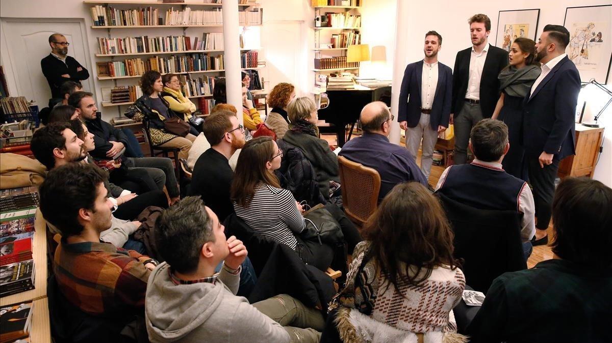 El cuarteto Cantoría en su actuación en la librería Pèrgam.