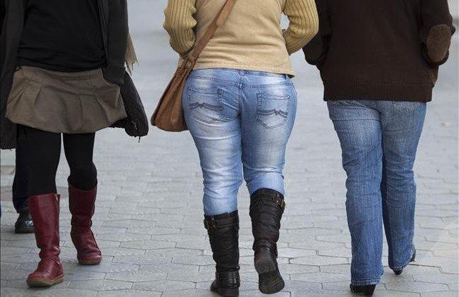 Dona amb sobrepès en un carrer de Barcelona.