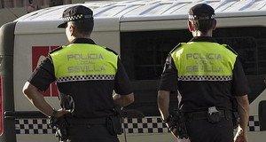 Dos agentes de la Policía Local de Sevilla.