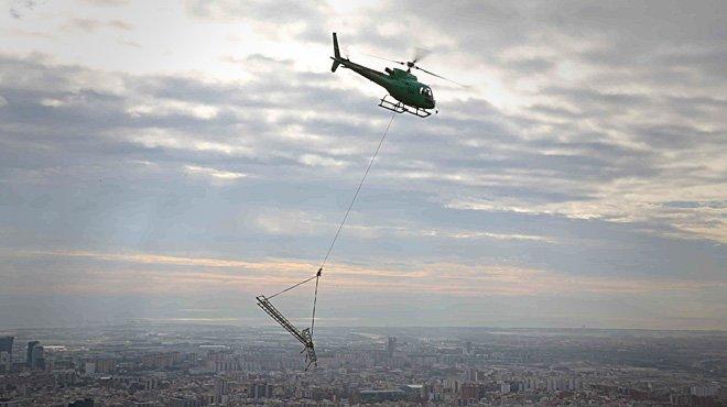 Endesa retira 5 torres eléctricas de Collserola con un helicóptero