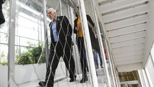 Ernest Maragall junto a Diana Riba, candidata de ERC al parlamento europeo, visitando las instalaciones de el Centre Cívic Vil.la Urània.