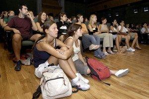 Estudiantes de Erasmus, atendiendo a una charla informativa.