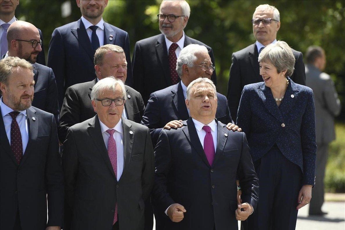 Foto de familia de los 28 estados miembros en Sofía.