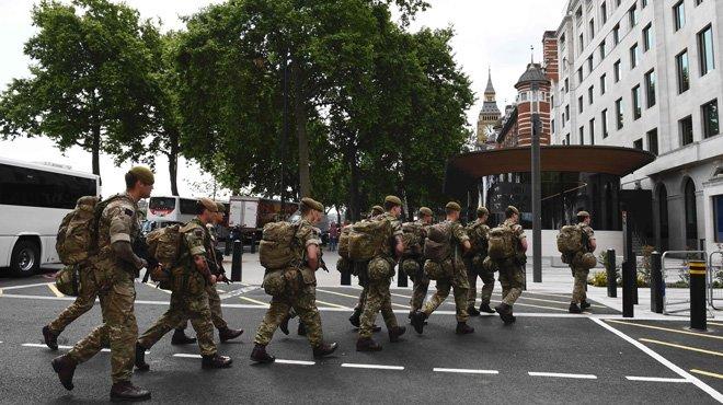Londres saca el ejército a la calle y eleva al máximo el niver de alerta antiterrorista, por miedo a otro ataque inminente.