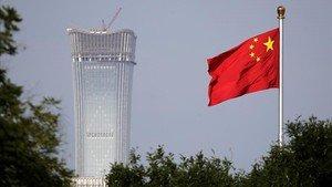 La bandera china en la plaza de Tiananmen.