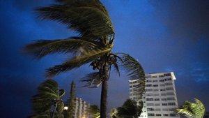 El huracán Dorian llega aGran Bahama, Bahamas.