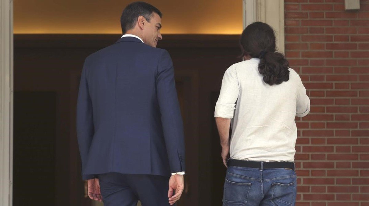 El presidente del Gobierno, Pedro Sánchez, y el secretario general de Podemos, Pablo Iglesias, en la Moncloa.