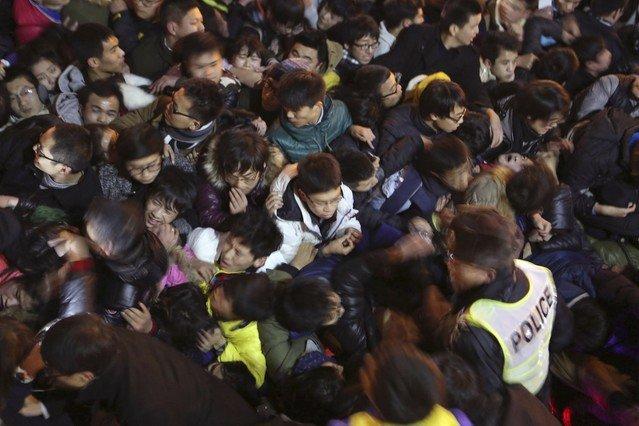 Imatge de l'allau humana al Bund de Xangai.