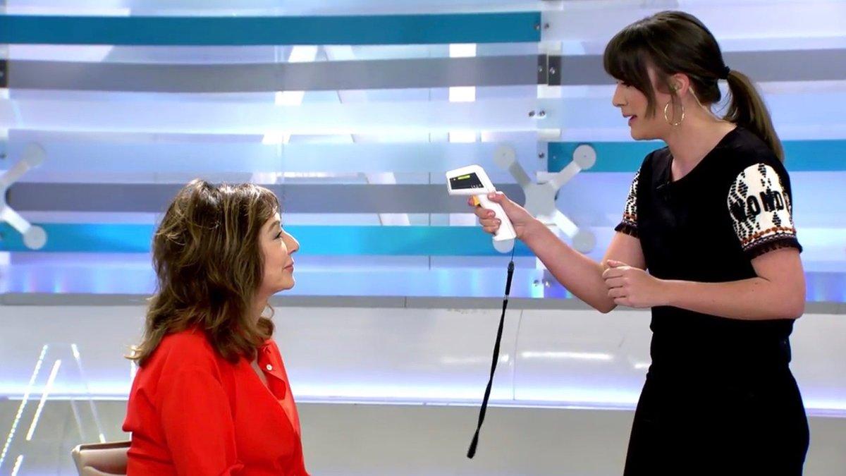 Ana Rosa se toma la temperatura y explica cómo prevenir el coronavirus