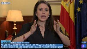 Críticas a Irene Montero por llevar una pulsera con la bandera de la República en TVE