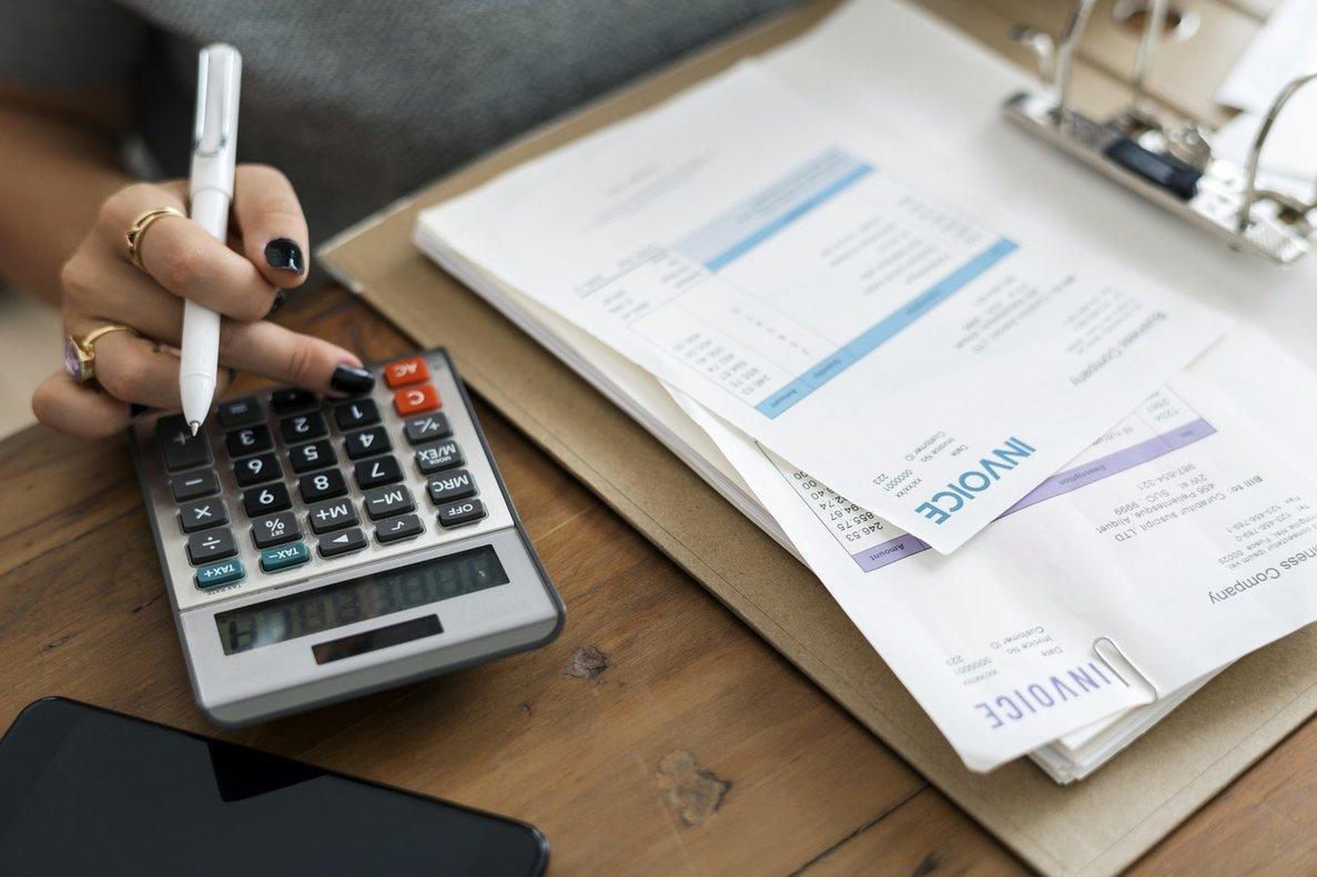 Los autónomos deben presentar el IVA trimestral y el resumen anual del IVA.