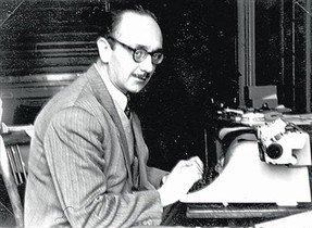 Joaquim Amat-Piniella, davant la màquina descriure.