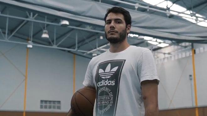 El jugador Álex Abrines dedica una vídeo-carta al balón de baloncesto.