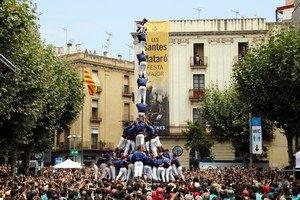 La torre de nou amb folre i manilles dels Capgrossos de Mataró a ladiada de les Santes de 2017, aquest diumenge.