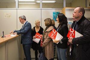 Jaume Collboni i més alcaldes socialistes presenten el recurs aEnsenyament perreclamar el pagament a les guarderies.