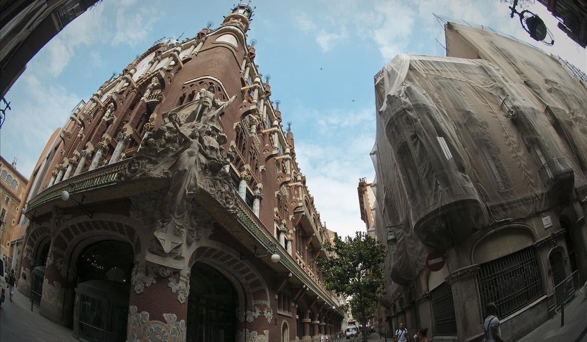 Edificio contiguo al Palau de la Música en la calle de Sant Pere Mes Alt, dondese proyectó el fallido hotel.