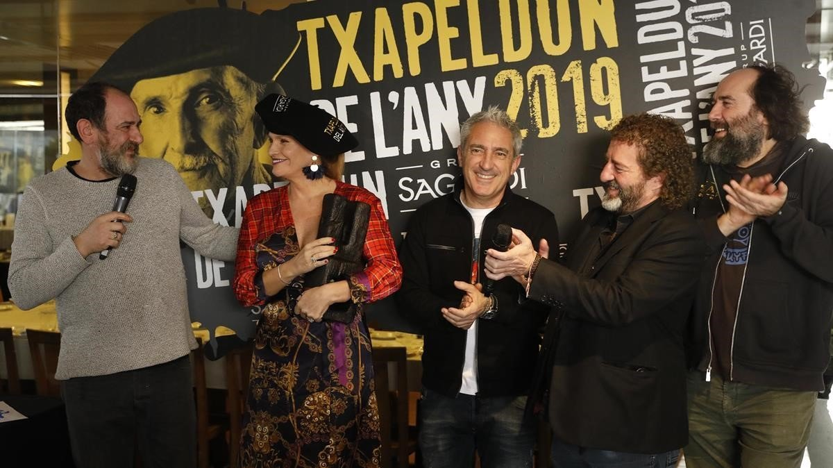Karra Elejalde, Jon Sistigaga, Iñaki López y Mikel Urmeneta, en la entregra del Txapeldun 2019 a la soprano vasca.