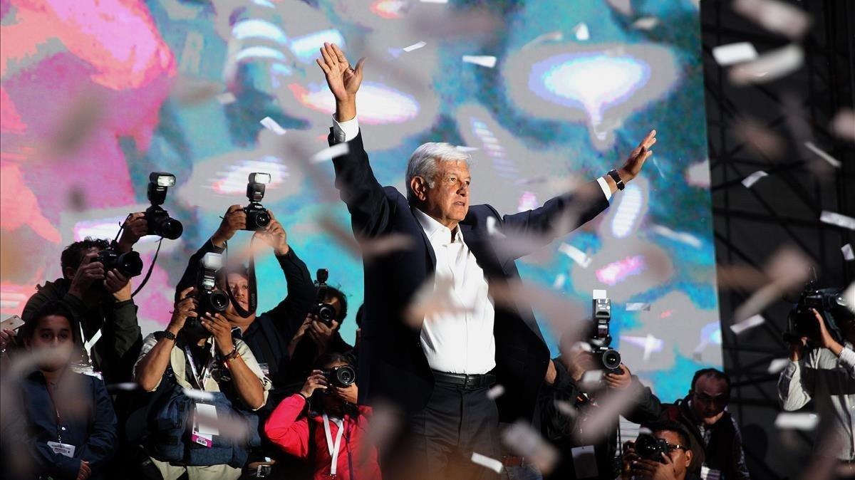 López Obrador celebra suvictoria en las elecciones presidenciales de México.